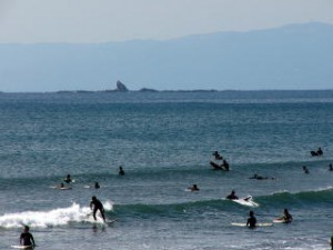 ファーム近くの海岸から見える烏帽子岩